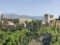 Die Alhambra ist eine bedeutende Stadtburg und eines der schönsten Beispiele des maurischen Stils der islamischen Kunst.