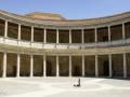 Karl V. ließ einen großen Palast auf der Alhambra errichten. Er wurde nie fertiggestellt, da sich auf Grund der Entdeckung Amerikas 1492 die Interessensschwerpunkte des Königreiches verlagert hatten.