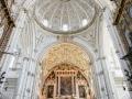 Karl V Ließ die Moschee in eine Kathedrale umbauen und äußerte sich nach Vollendung so - Dieses Bauwerk hätte man überall errichten können, aber etwas zerstört, was einmalig gewesen ist.
