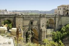 Die Puente Nuevo verbindet die zweigeteilte Stadt RONDA