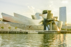 Das Guggenheimmuseum in Bilbao im Licht der Abendsonne